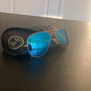 Ray Ban Polarized Aviator Blue Flash, Gold Detail
